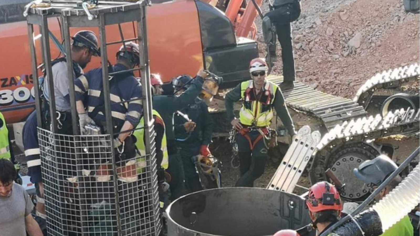 Un total de 26 efectivos intervienen en la fase final del rescate para excavar la galería hasta Julen