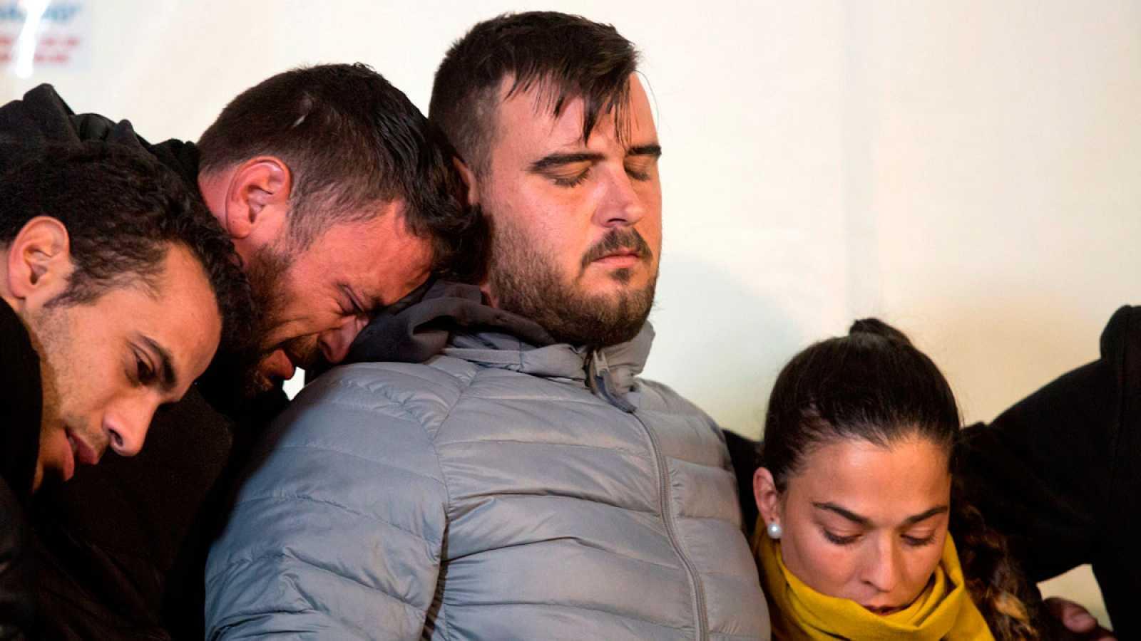 Los padres del pequeño Julen, Victoria y José, han pasado las primeras horas después de conocer la muerte del pequeño arropados por familiares, amigos y vecinos