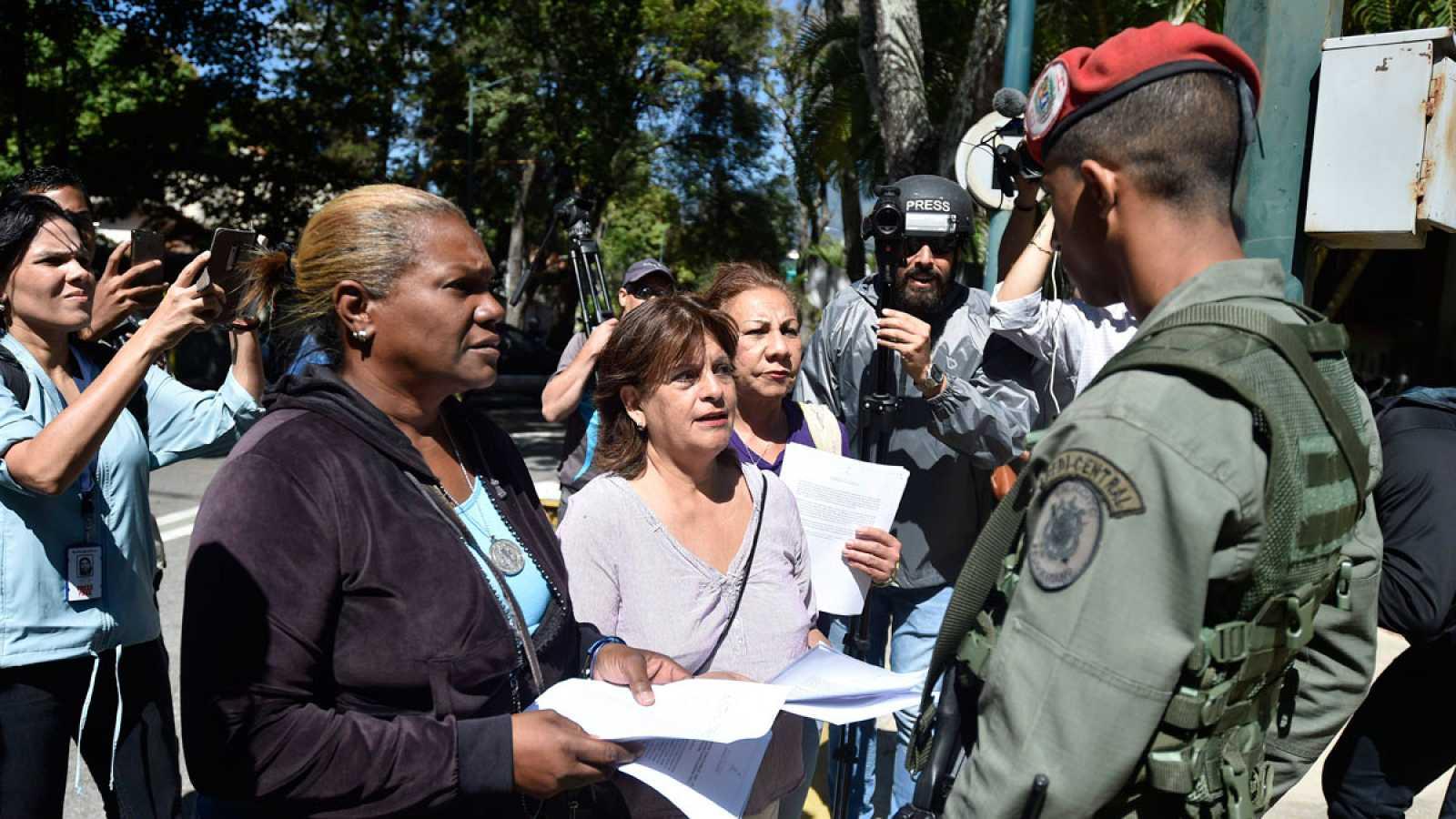 Guaidó impulsa una ley de amnistía para recabar el apoyo del ejército