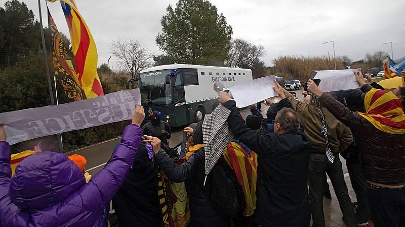 Los líderes independentistas presos son trasladados desde las cárceles catalanas hacia Madrid