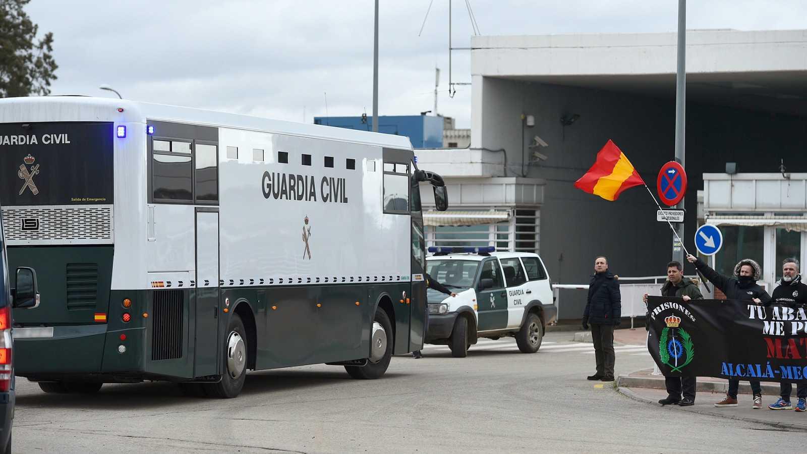 Trasladados a cárceles de Madrid los nueve líderes independentistas en prisión provisional para el juicio del 'procés'