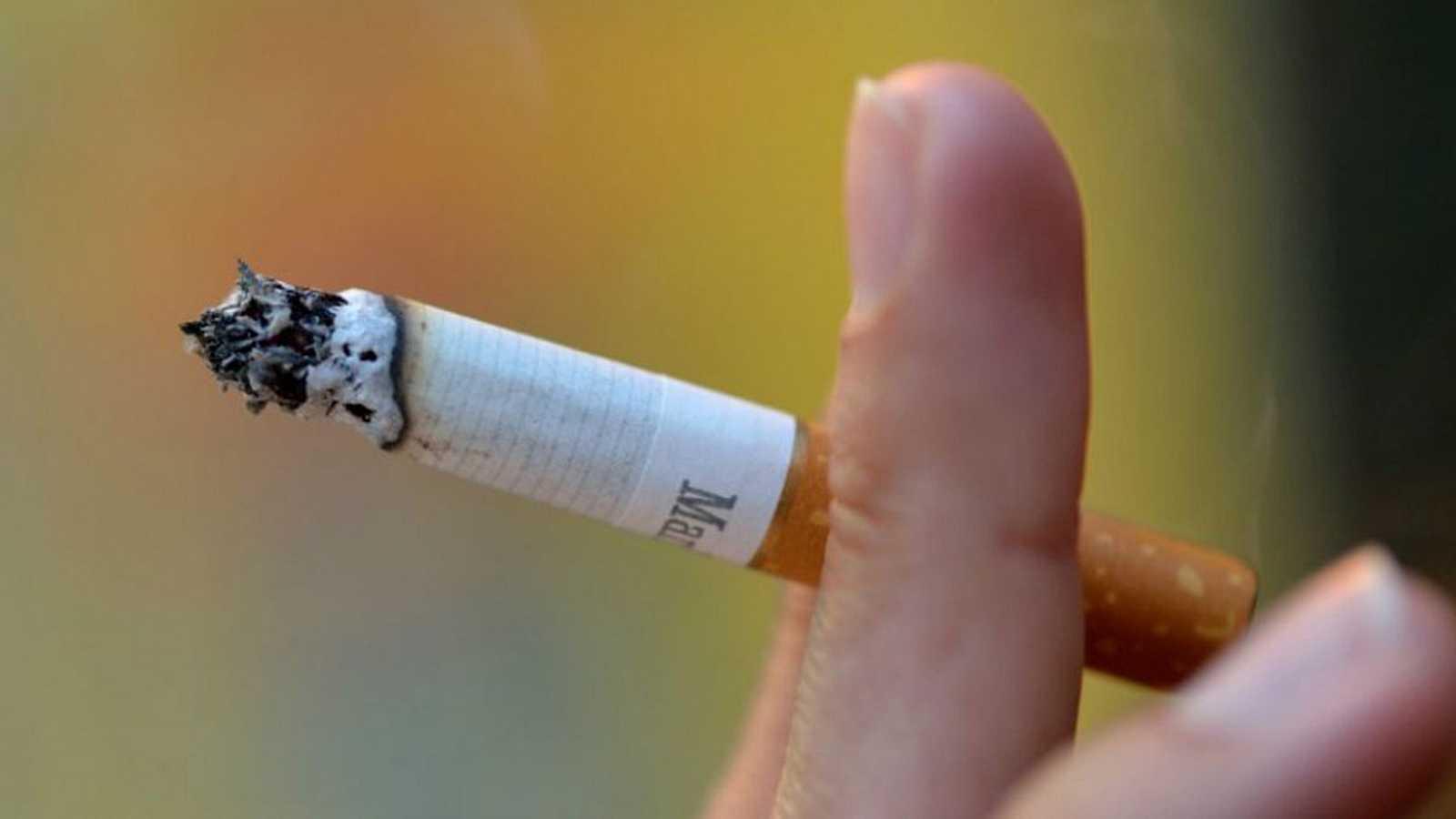 Un tribunal de Córdoba retira a un padre la custodia compartida de sus dos hijos por fumar de forma irresponsable