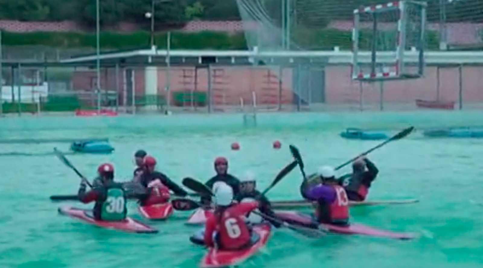 El kayak polo, el deporte que combina piragüismo, waterpolo y baloncesto