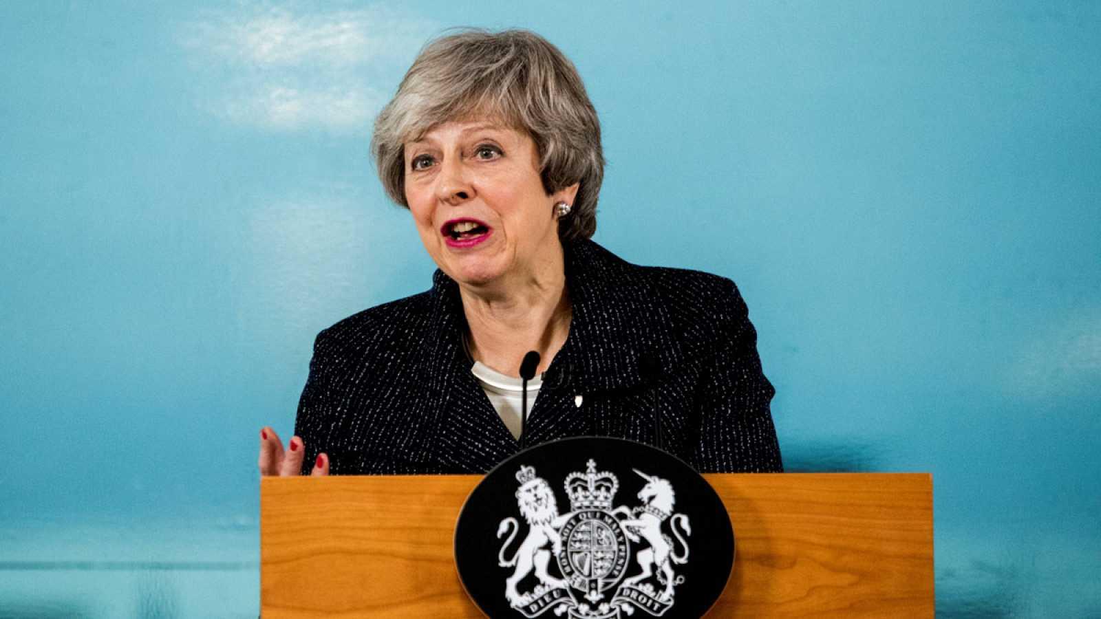 May reitera en Belfast su compromiso para evitar una frontera dura con Irlanda