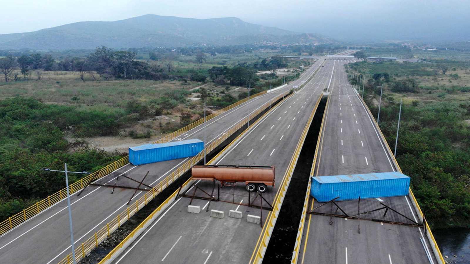 Guaidó exige que se permita la entrada de ayuda humanitaria tras el bloqueo del principal puente con Colombia