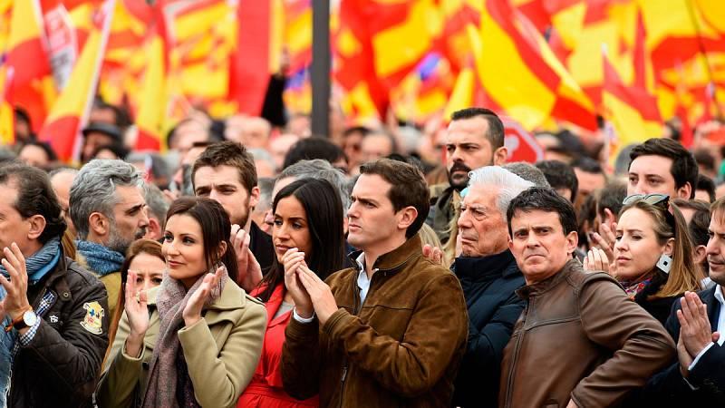 PP, Cs y Vox piden a Sánchez que convoque elecciones en la concentración en Colón