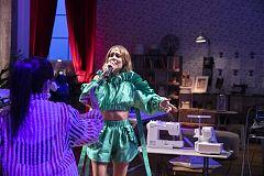 Maestros de la Costura: La actuación de Brisa Fenoy en los talleres