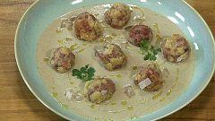 Torres en la cocina - Crema de setas con albóndigas de jamón