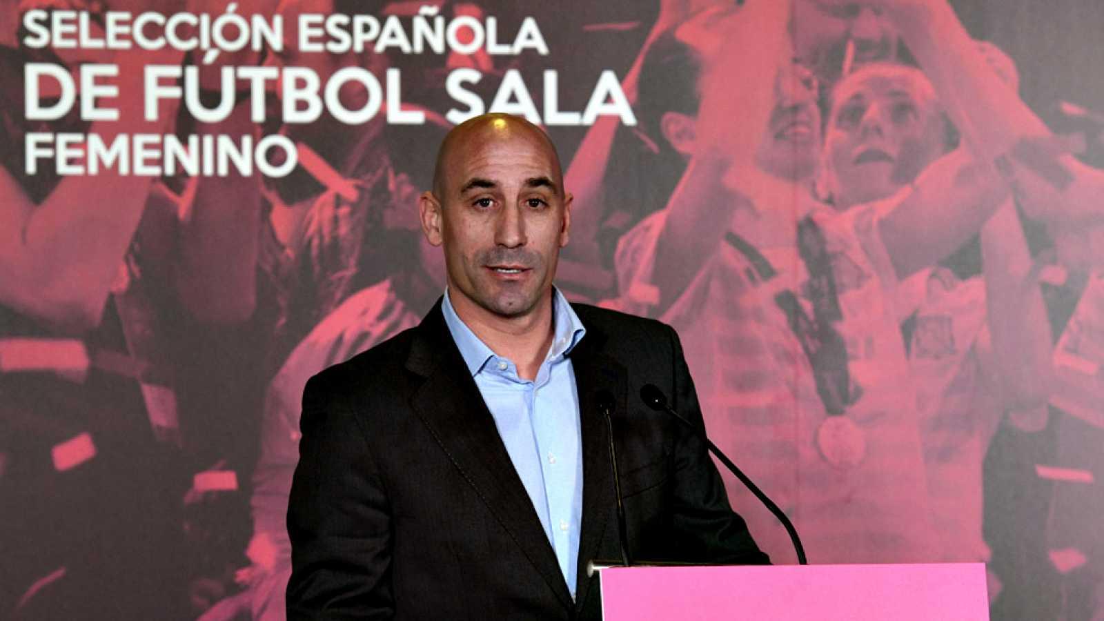 """El presidente de la Real Federación Española de Fútbol (RFEF), Luis Rubiales, ha anunciado un nuevo formato de Supercopa a partir del próximo verano, que introducirá una """"final a cuatro"""" a disputarse fuera de España."""