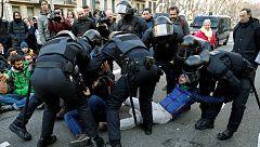 Dos detenidos y dos heridos en la huelga de Cataluña