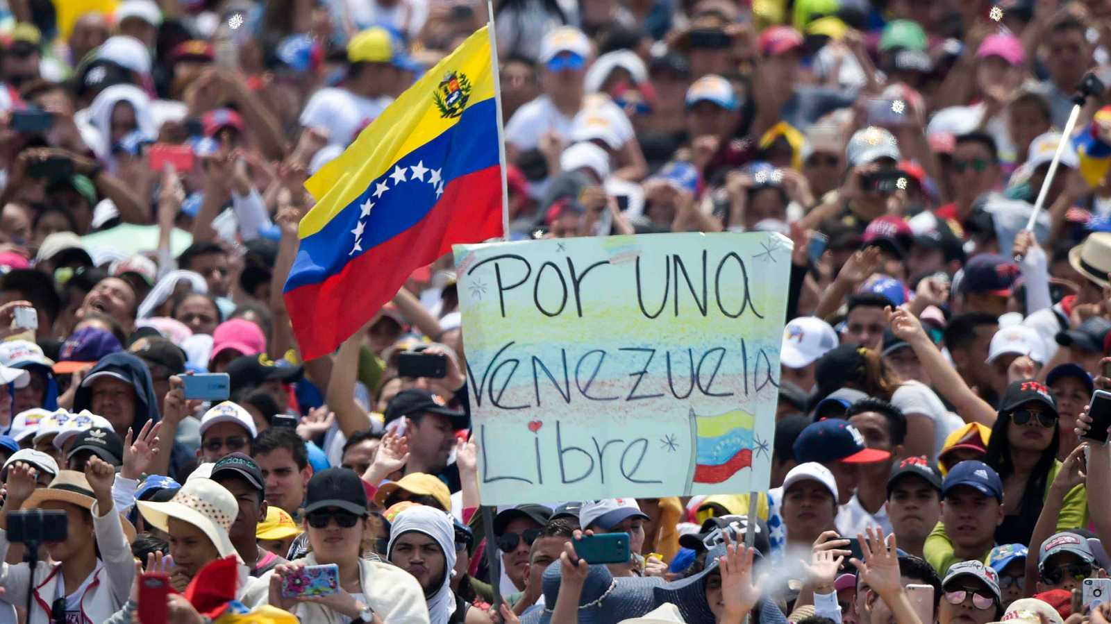 Guerra de conciertos en la víspera de la entrada de ayuda humanitaria a Venezuela