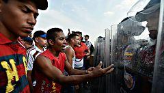 Las fuerzas venezolanas impiden la entrada de la ayuda humanitaria prometida por la oposición