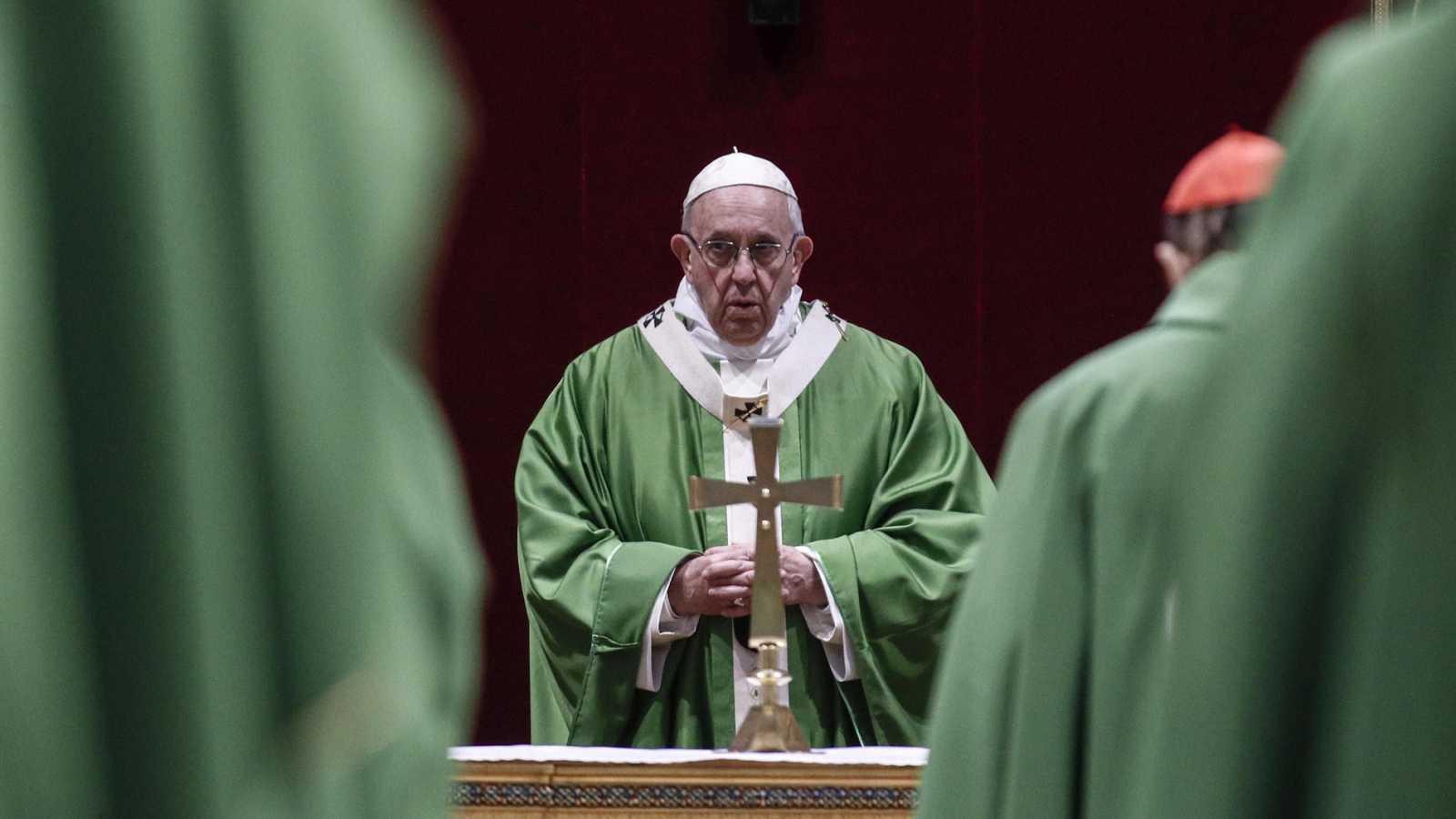 """El papa promete que la Iglesia llevará a la justicia """"a cualquiera"""" que cometa abusos"""