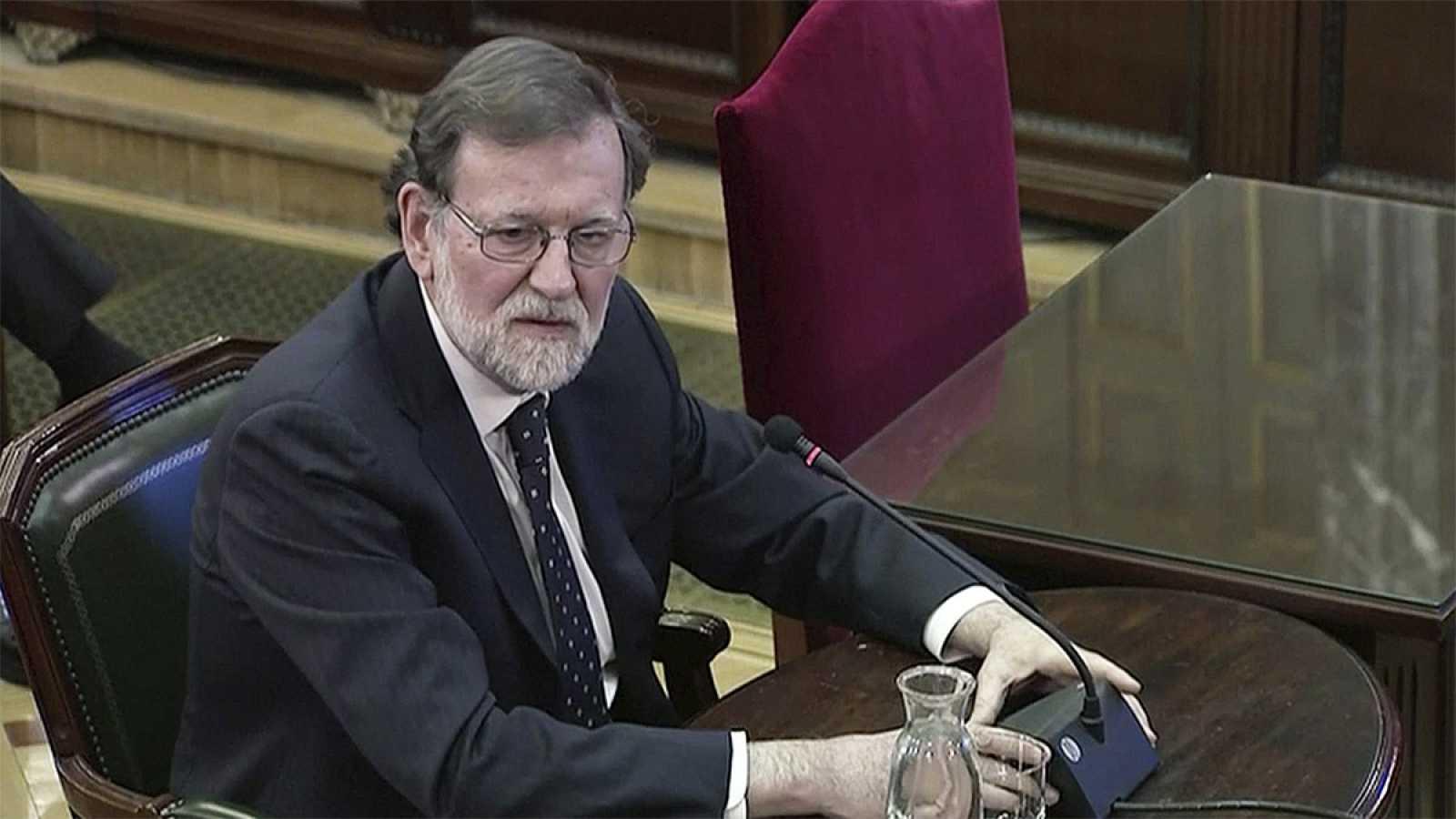 """Rajoy atribuye al Govern """"voluntad"""" de que el 1-O hubiera enfrentamientos y Sáenz de Santamaría habla de """"acciones violentas"""" y """"acoso"""""""