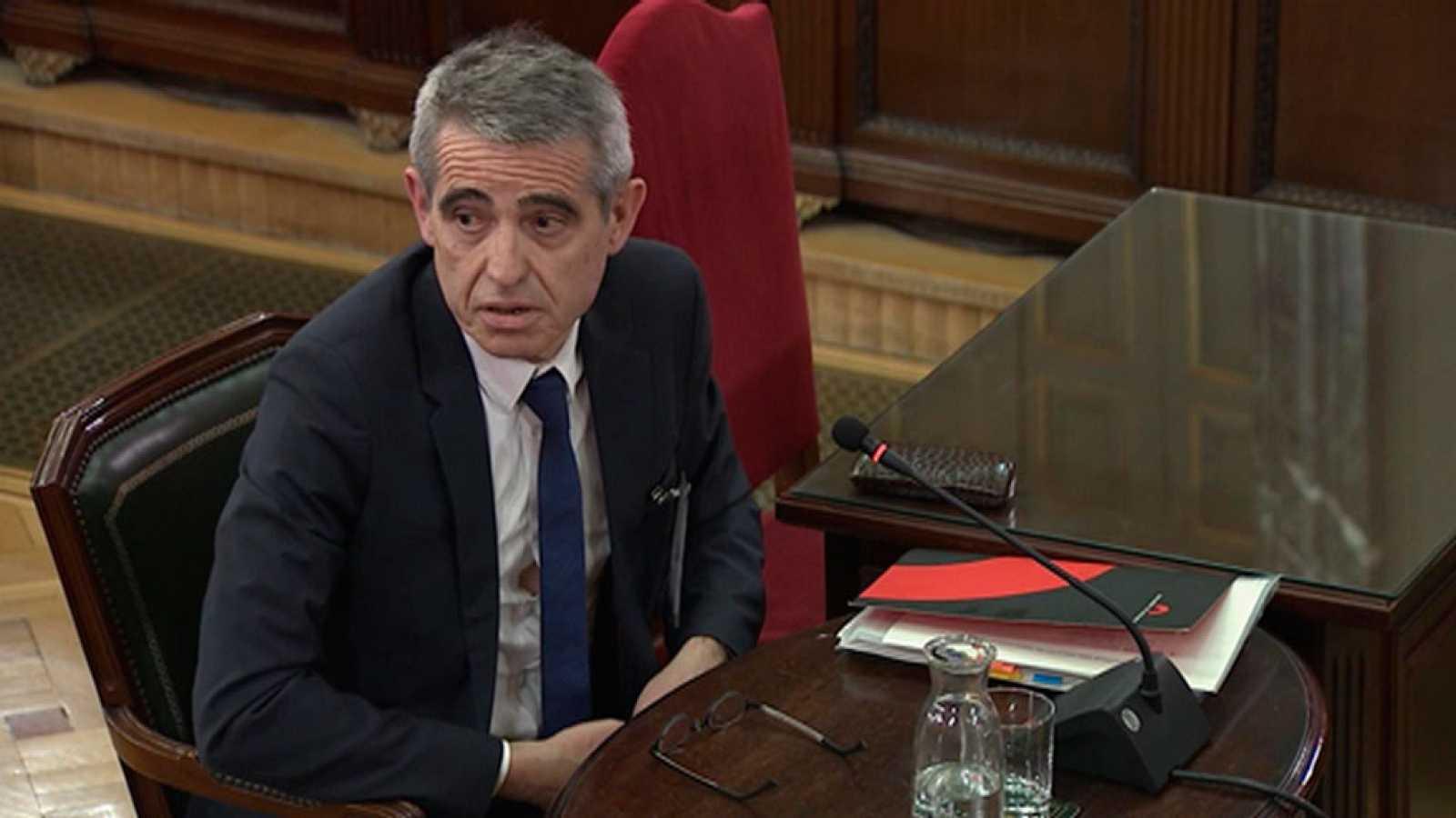 El ex letrado mayor del Parlament declara que advirtieron a la Mesa por escrito y verbalmente