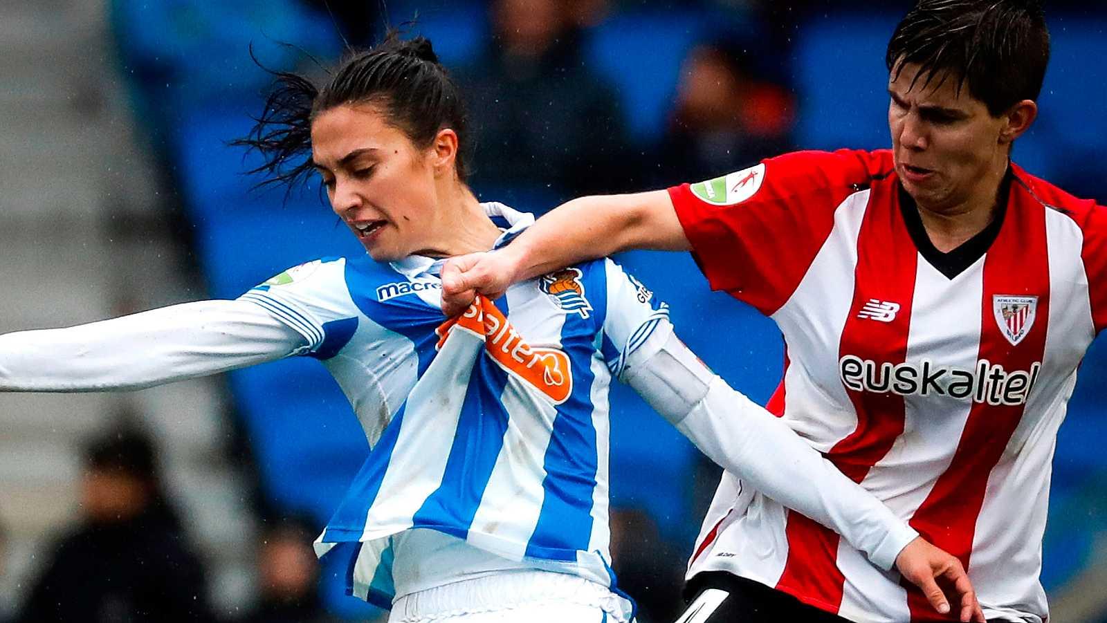 El anuncio de la creación de una nueva liga femenina no ha caído bien en los clubes de fútbol españoles, que han rechazado la propuesta de la Federación Española.