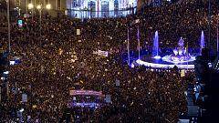Miles de mujeres desbordan las calles de España por la igualdad