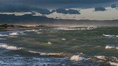 Viento fuerte en el bajo Ebro, Pirineos, Ampurdán y Menorca