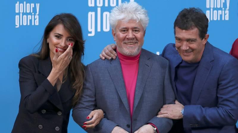Pedro Almodóvar presenta 'Dolor y gloria' arropado por Antonio Banderas, Penélope Cruz y el resto de actores