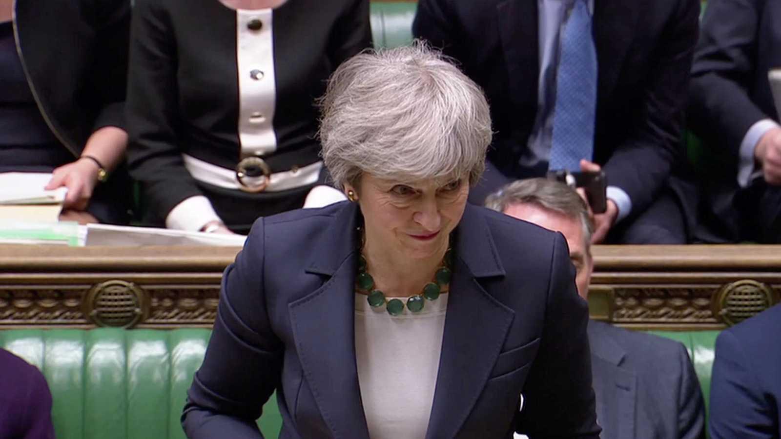 May ofrece resucitar su acuerdo con Bruselas antes del miércoles para negociar una prórroga corta del 'Brexit'