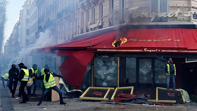 Extremistas organizados saquean los Campos Elíseos de París durante la protesta de los 'chalecos amarillos'