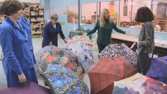 Aquí la tierra - Los paraguas: tela y 50 metros de hilo