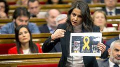 """Arrimadas acusa a Torra de recurrir a una """"artimaña"""" para retirar los lazos amarillos"""