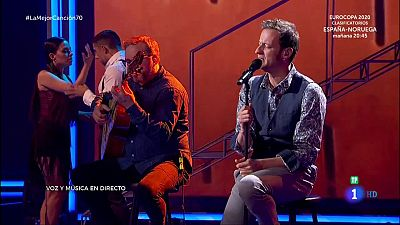 Edu Soto canta 'Vivir así es morir de amor'