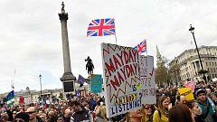 """Cientos de miles de personas se manifiestan en Londres para pedir un segundo referéndum del """"Brexit"""""""