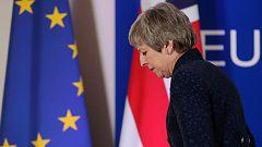 Once ministros del gobierno británico tratarán de forzar la dimisión de Theresa May, según la prensa del país