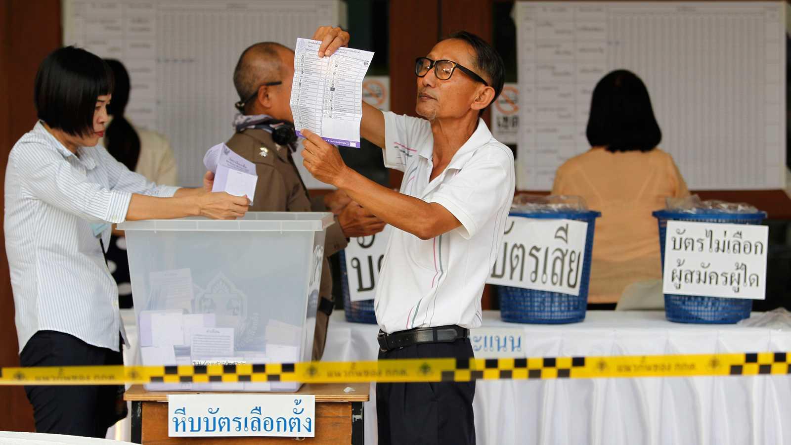 Tailandia celebra las primeras elecciones desde el golpe de Estado de mayo de 2014