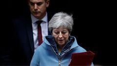 May sopesa posponer la votación del 'Brexit' otra semana para ganar apoyos