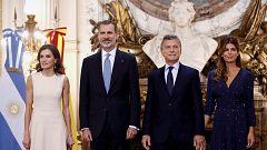 Los reyes inician su viaje de estado en Argentina con un mensaje de apoyo a las reformas de Macri