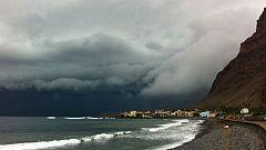 Viento fuerte en Estrecho y Alborán, y precipitaciones en Canarias