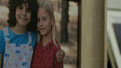 La caza. Monteperdido - Santiago Baín y Sara Campos comunican a las familias de las niñas que Ana ha aparecido