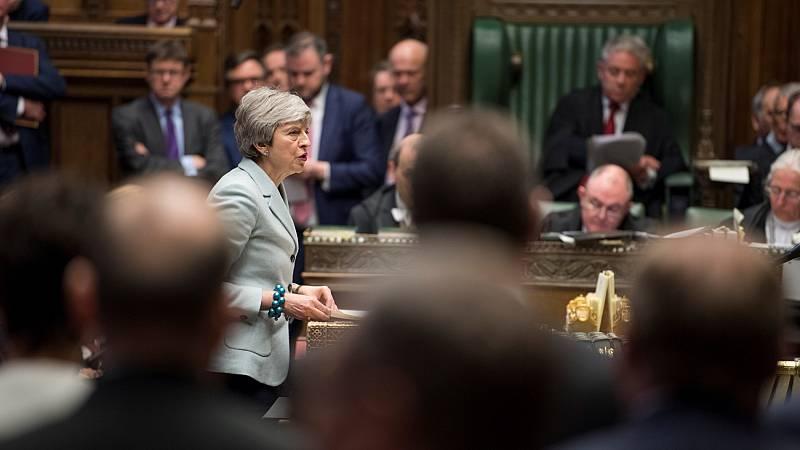 El Parlamento británico da el primer paso para arrebatar el timón del 'Brexit' a May