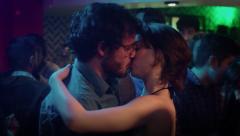 Cuéntame cómo pasó - María se besa con Salva en la fiesta