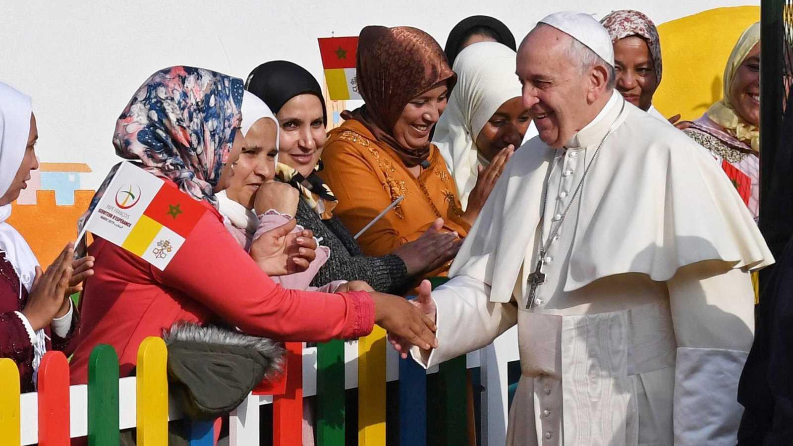 El papa finaliza su visita a Marruecos con una misa en la que hace un llamamiento al diálogo con los musulmanes