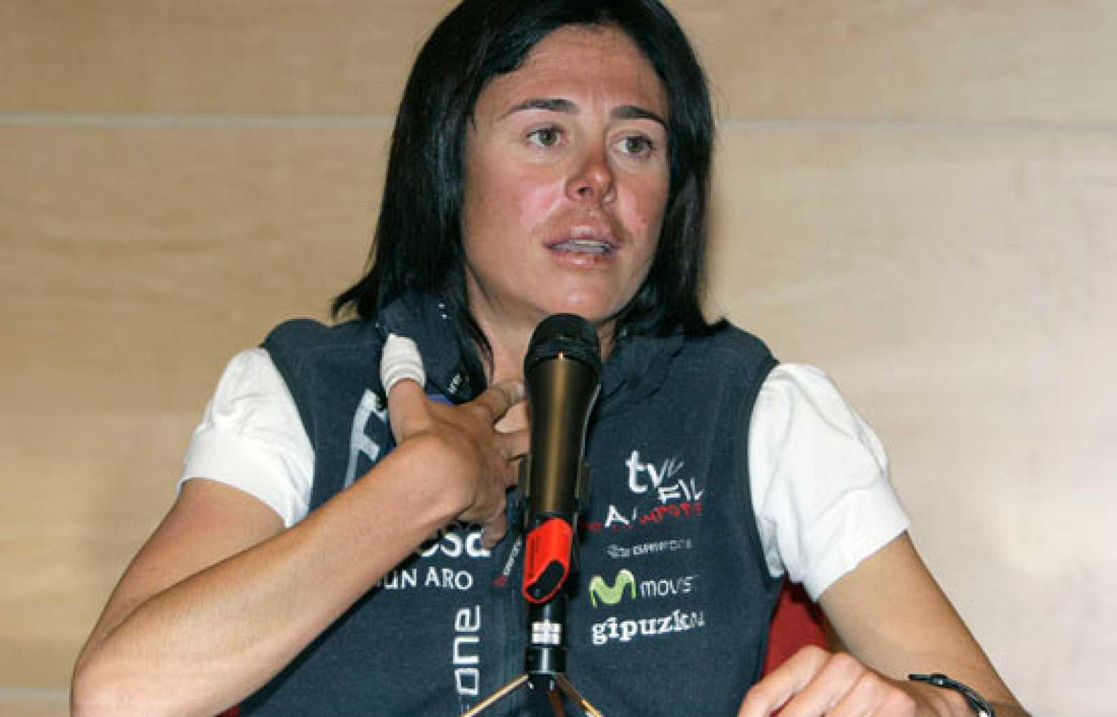 Edurne Pasaban, emocionada llegada a España