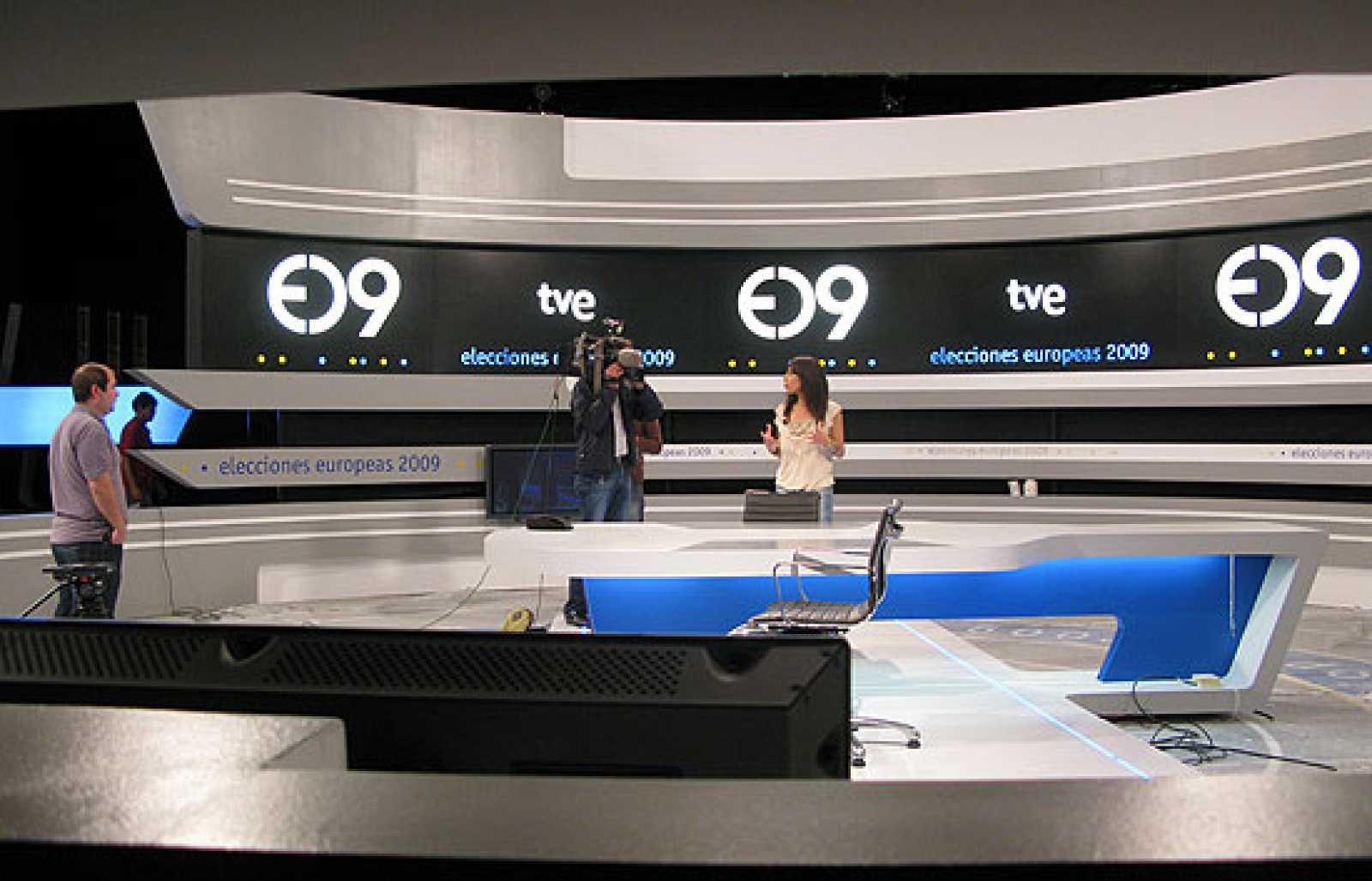 Los estudios Buñuel, de TVE, ultiman todos los detalles para el debate de los candidatos a las Elecciones Europeas Juan Fernández López Aguilar y Jaime Mayor Oreja.