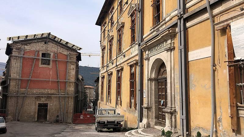 La reconstrucción de L'Aquila continúa diez años después del terremoto que dejó 309 muertos