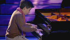 Guillermo emociona con cada tecla de su piano