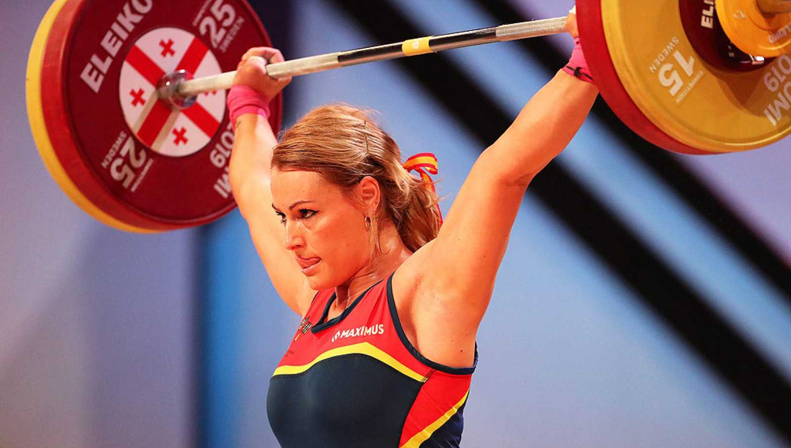 La española se quedó sin el oro por tan solo un kilo ya que no pudo alzar los 136kg.