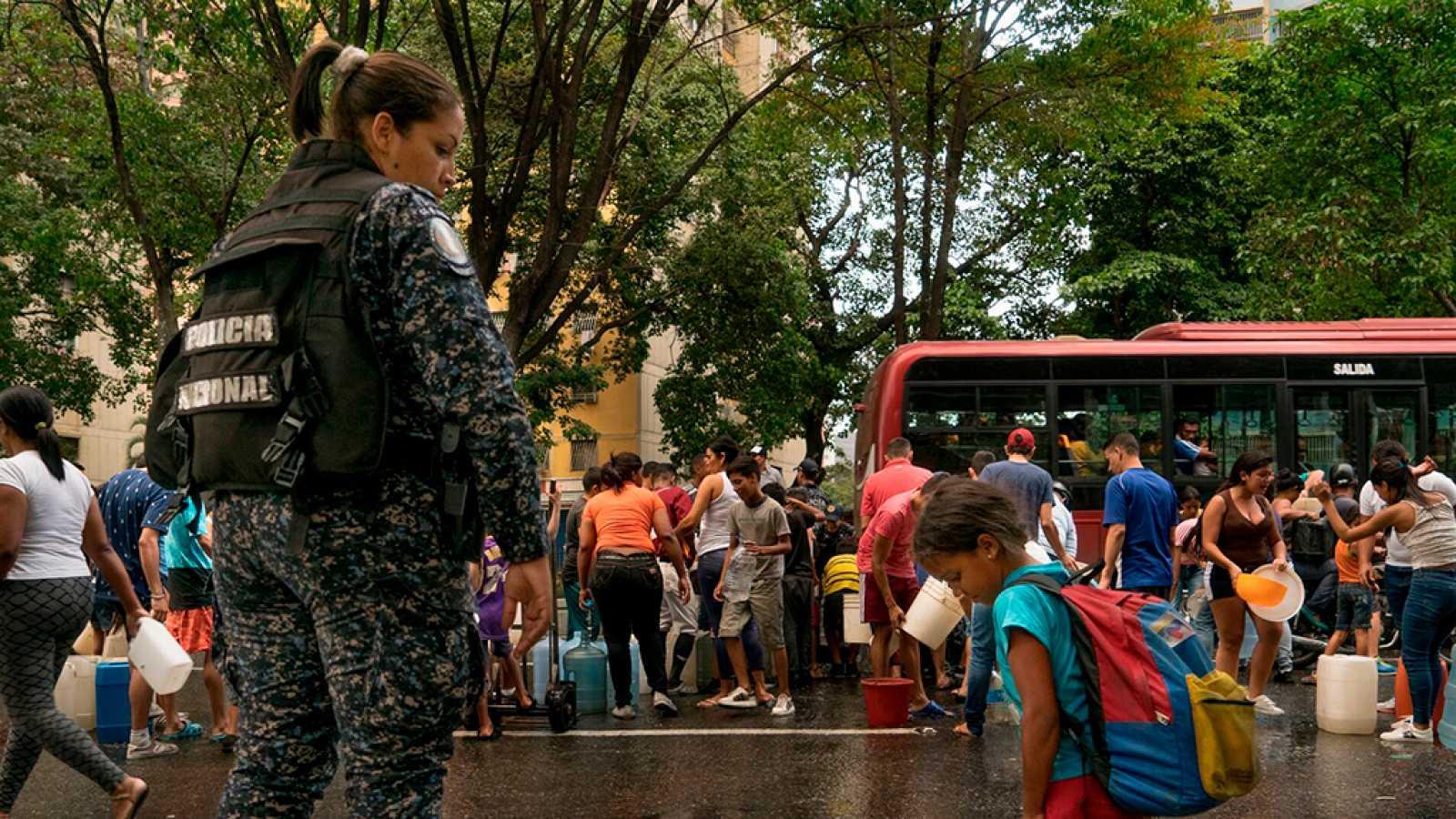 En portada - La larga noche de Caracas - ver ahora