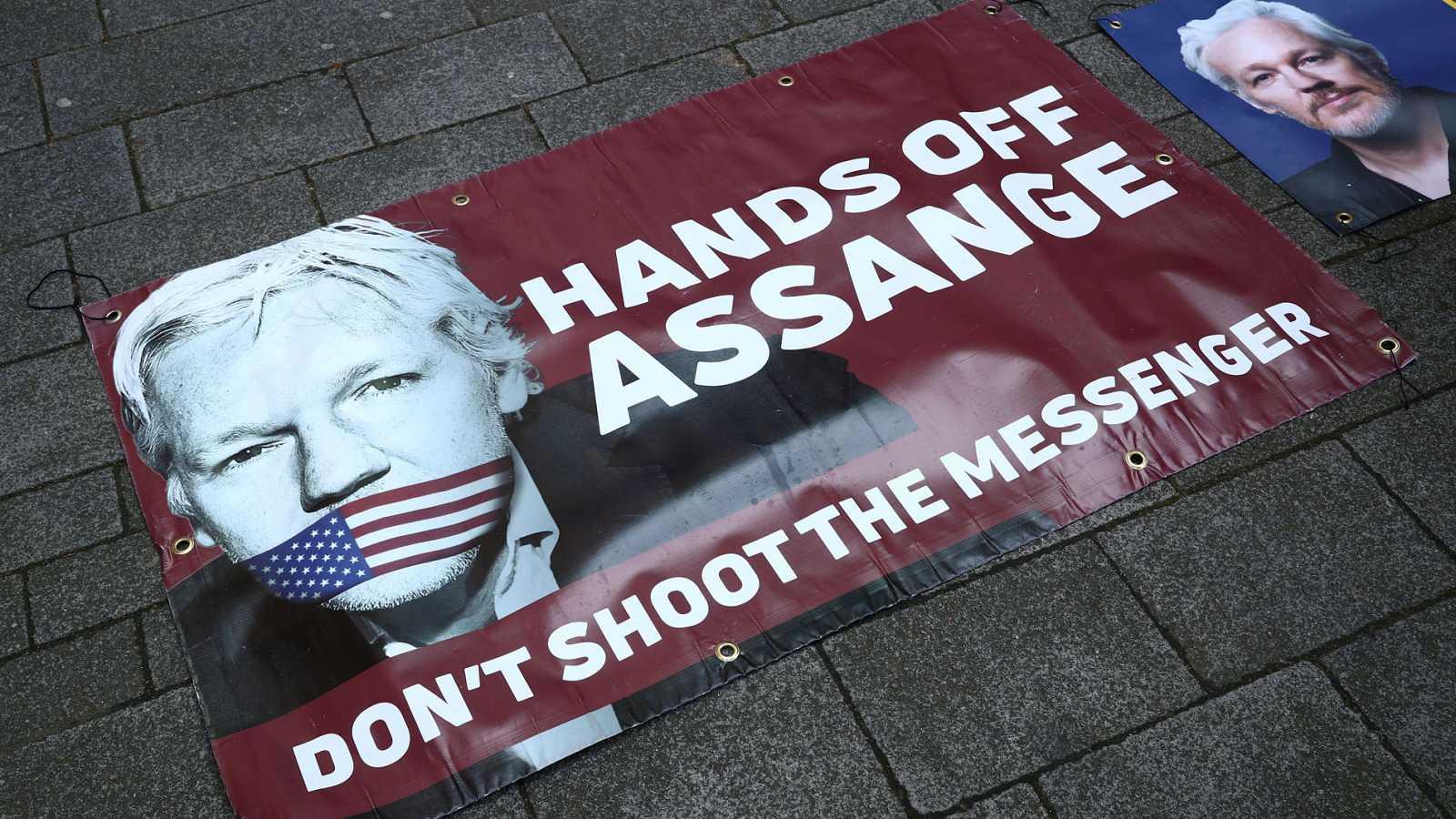 Críticas al presidente de Ecuador por permitir la detención de Julian Assange