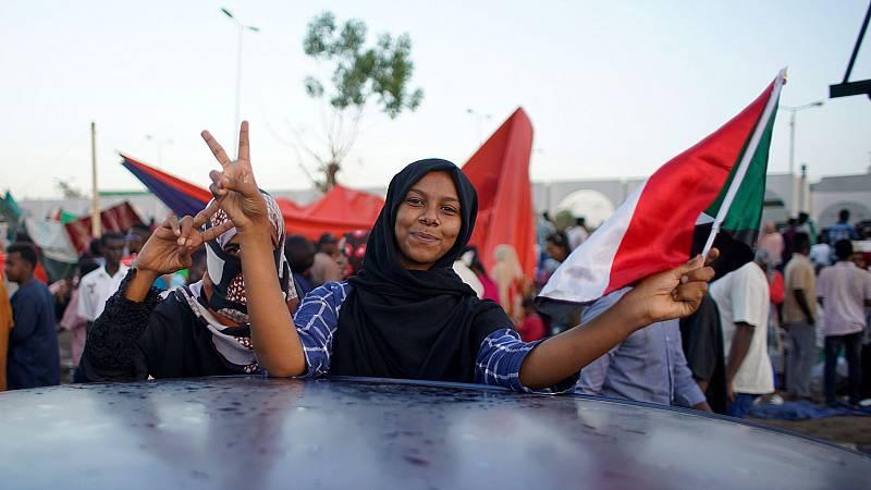 El nuevo hombre fuerte de Sudán libera a los detenidos en las protestas y acepta dialogar con la oposición