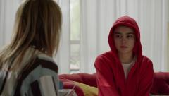 La caza. Monteperdido - Ana cuenta a Montse cómo era su vida con Lucía