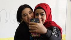 Corazón - Dua Lipa visita un campo de refugiados