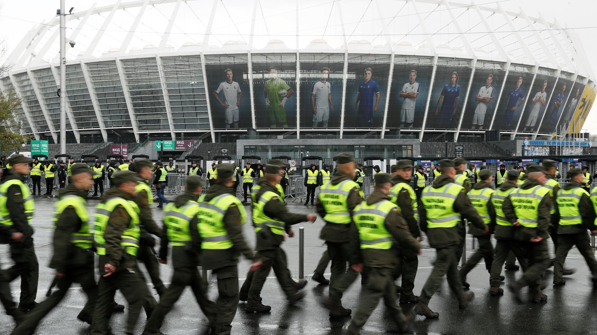 El Gran Debate Se Celebra En Ucrania 60 000 Personas En El Estadio Olimpico De Kiev Para Ver El Poloshenko Zelenski