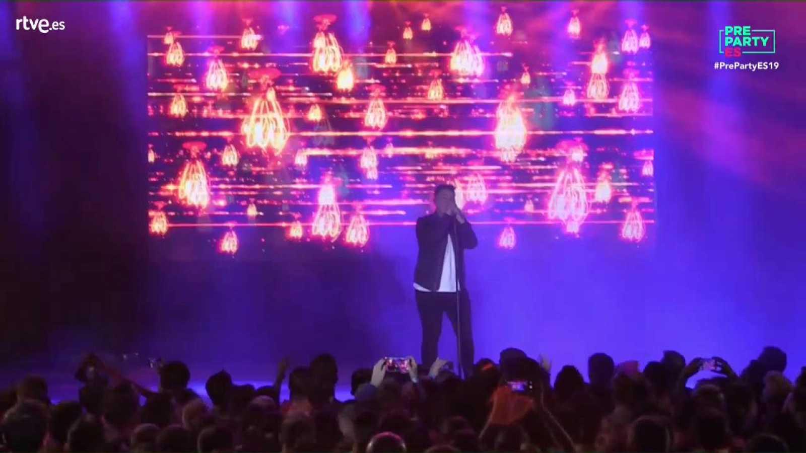"""Eurovisión 2019 - Michael Rice canta """"Bigger than us"""" en la Preparty"""